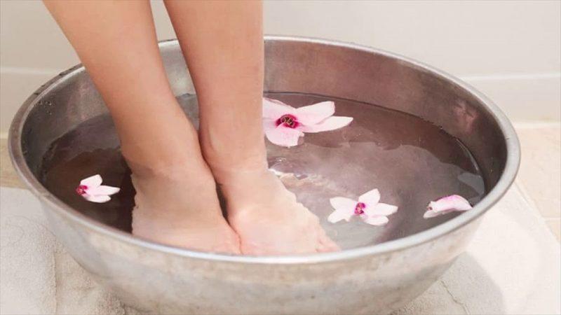 استفاد از انواع کرمها برای درمان قطعی ترک پا
